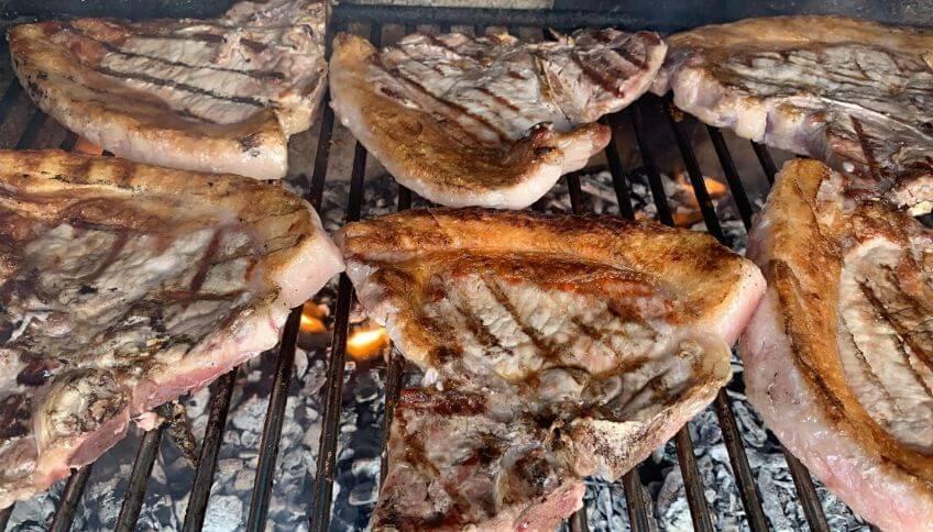 bistecche di maiale grigio